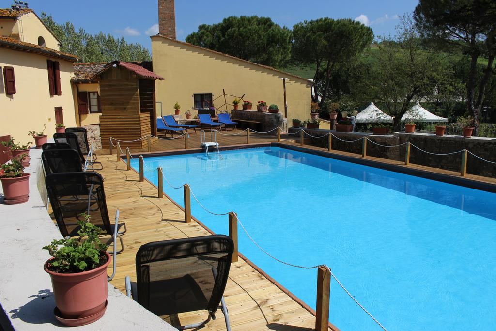 Hotel with swimming pool in Tuscany